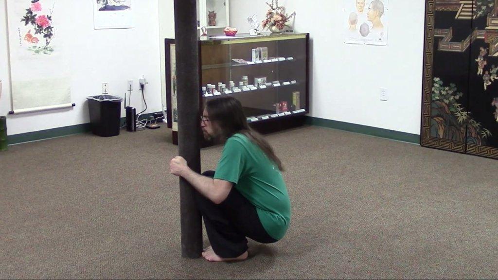 Pole Squat
